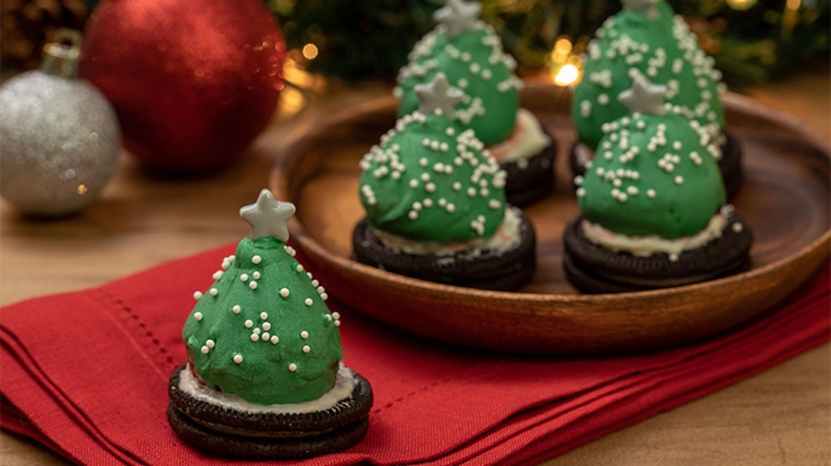Chocolate Covered Strawberry Christmas Trees