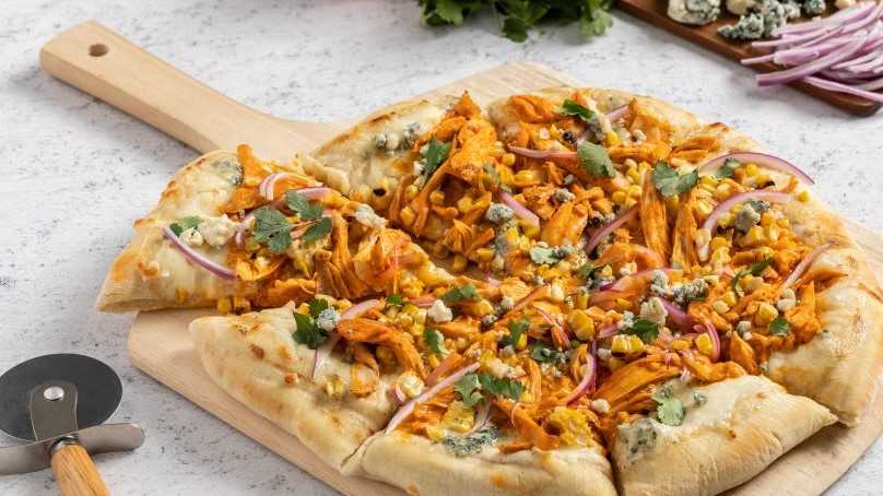 image of Buffalo Chicken Grilled Pizza