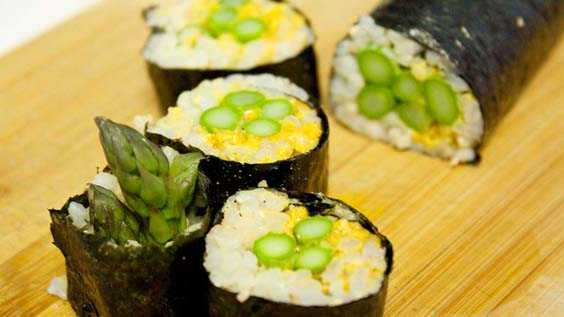 image of Curried Asparagus Sushi Rolls