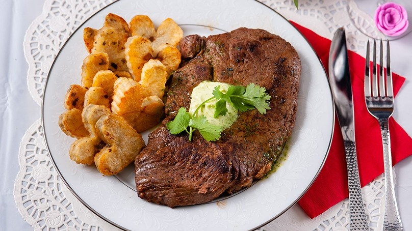 Sirloin with Cilantro Garlic Butter | Recipes | Food Lion