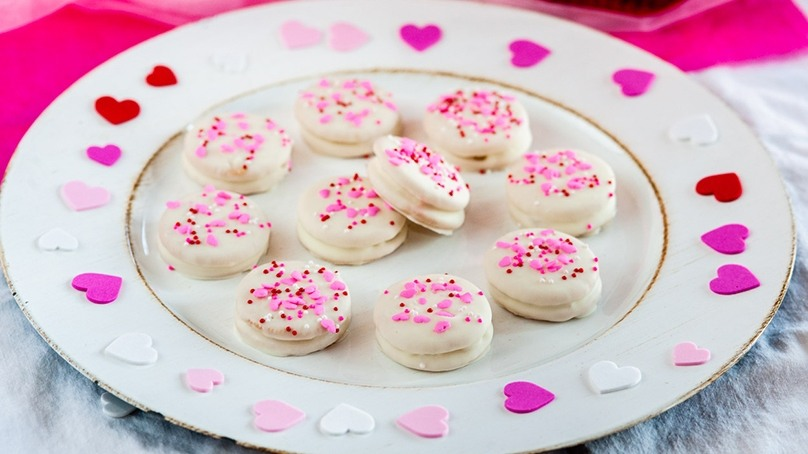 Valentine's Chocolate Sandwich Cookies | Recipes | Food Lion