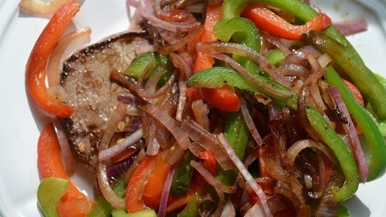 Round steak with peppers and onions